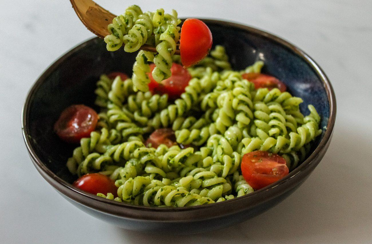 Vegan spinach pesto pasta