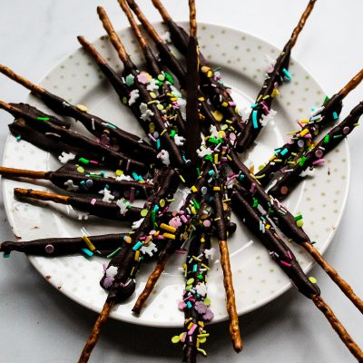 easy chocolate pretzels