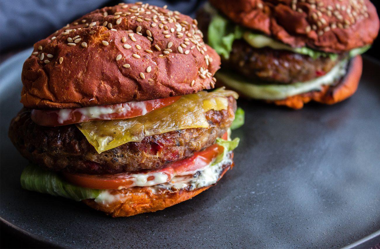 Homemade black bean burger (vegan, easy & cheap)